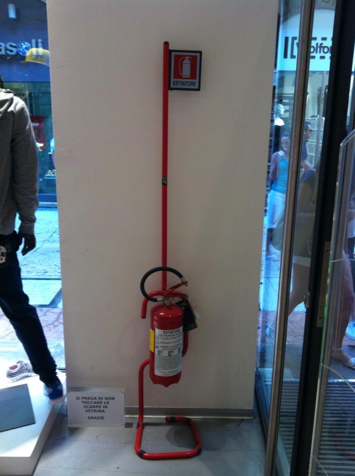 Огнетушитель в магазине
