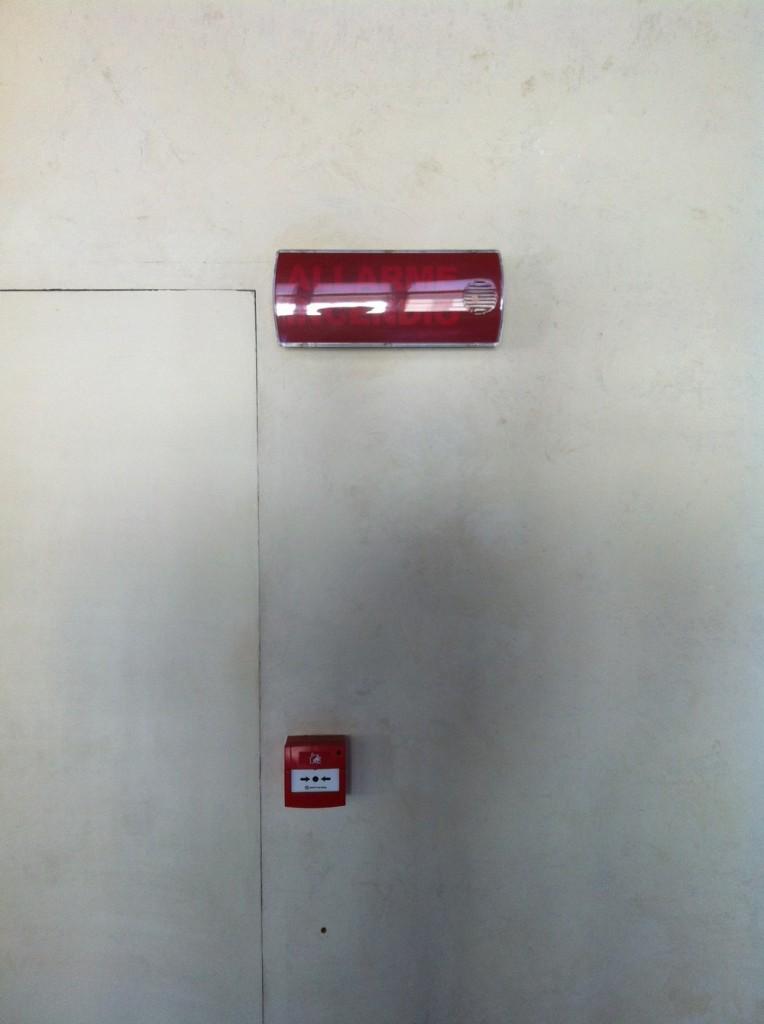 Ручной пожарный извещатель и световой оповещатель