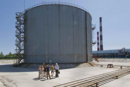 Резервуар с мазутом с защитным обвалованием