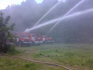 Тушение с помощью лафетных стволов, установленных на пожарных автомобилях