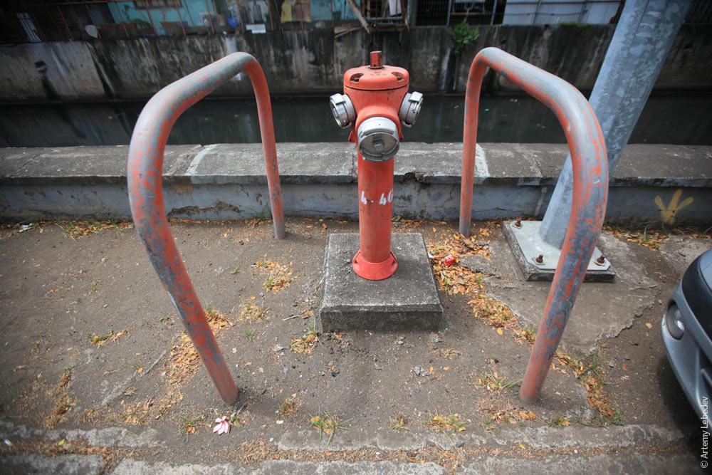 Пожарный гидрант. Французская Полинезия