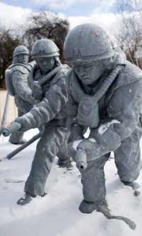 Монумент ликвидаторам аварии на Чернобыльской АЭС