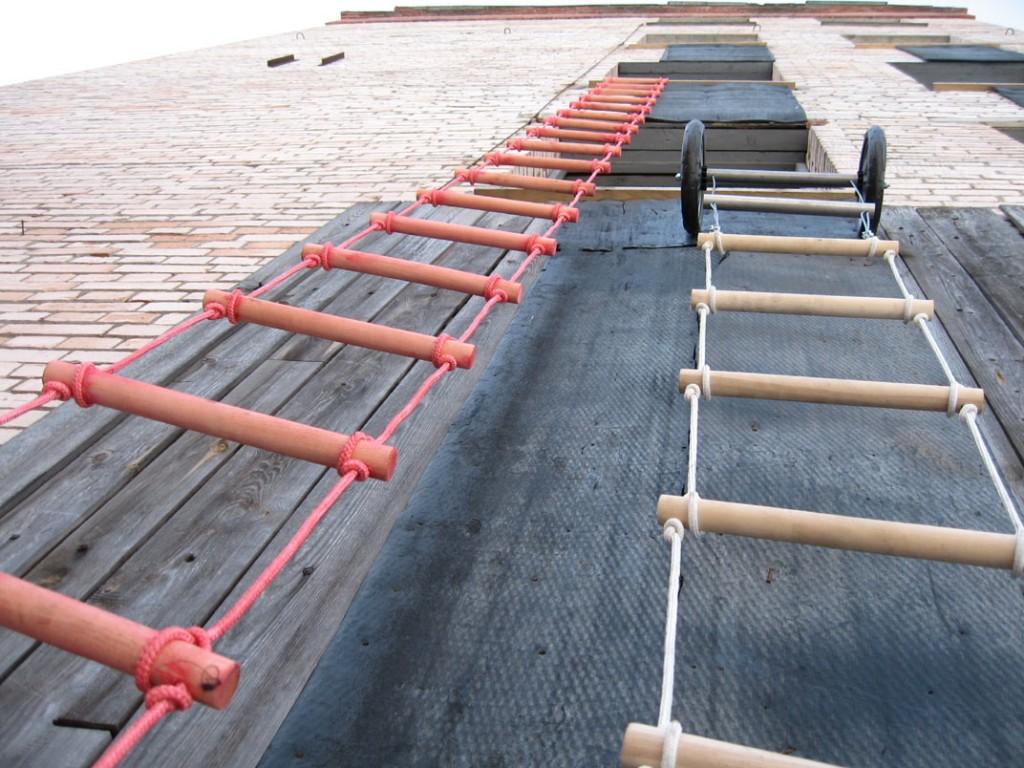 Навесные лестницы канатного типа