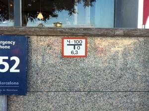 Указатель пожарного гидранта. Барселона