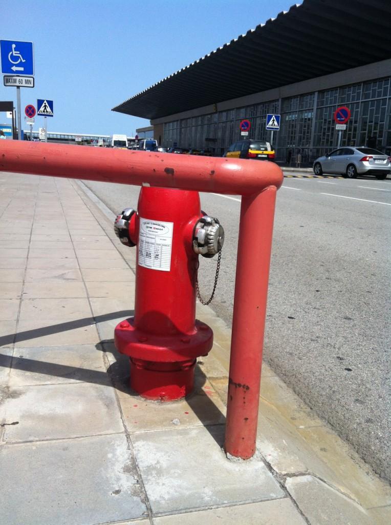 Пожарный гидрант. Аэропорт Барселоны