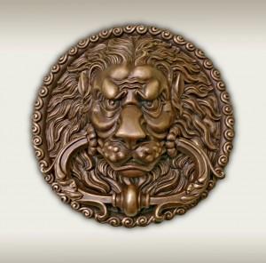 Лев на дверной ручке