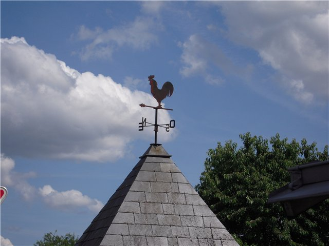 Петух на флюгере - символ солнца