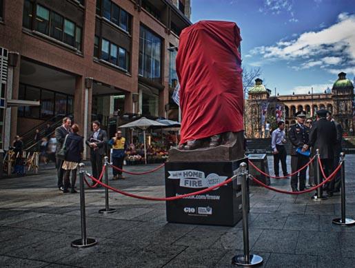 Интерактивная статуя пожарного в Сиднее, 2011 год