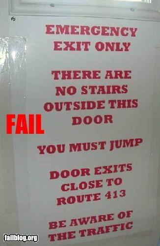 Эвакуационный выход. За дверью нет лестницы. Нужно прыгать. Дверь выходит на шоссе 413. Будьте осторожны, не попадите под машину