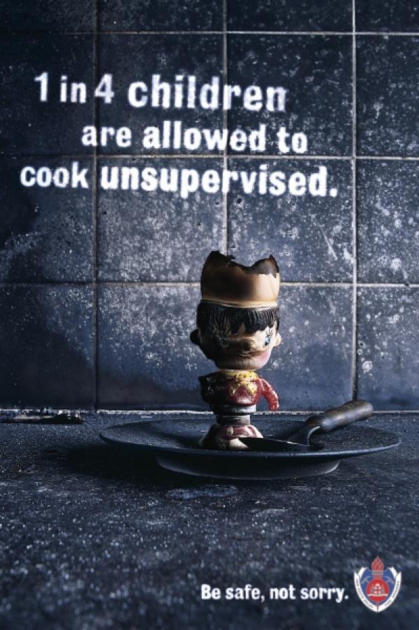 Одному из четырех детей разрешают готовить без присмотра. Будьте в безопасности, а не сожалейте.
