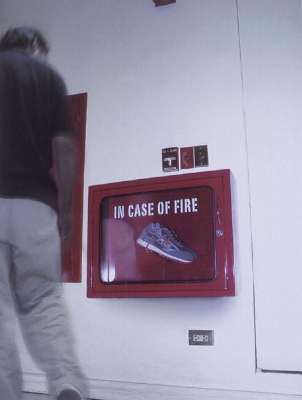 В случае пожара - беги. Реклама кроссовок