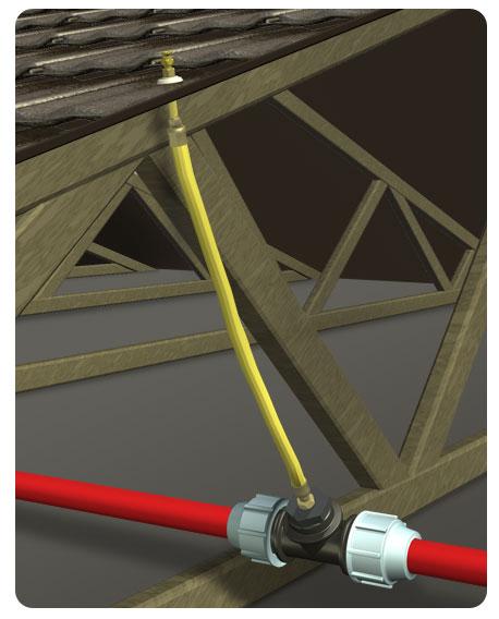 Трубопроводы системы наружного пожаротушения на чердаке